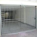 שער חשמלי בכניסה לחניון