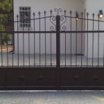 שער חשמלי נגרר לבית
