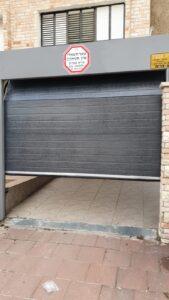 דלת מוסך פנלים חשמלית