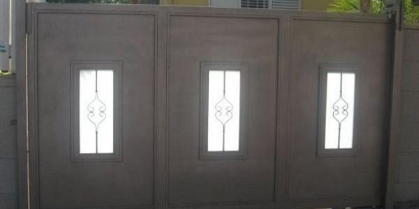 שער הזזה 3 חלונות