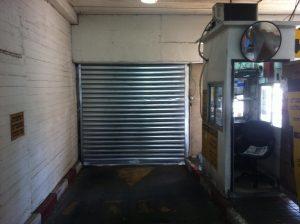 שער חשמלי לכניסה לחניון