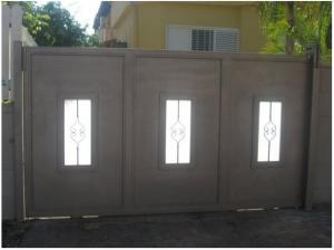 תמונה מספר 2: שער חשמלי נגרר לבית פרטי בעיצוב אישי